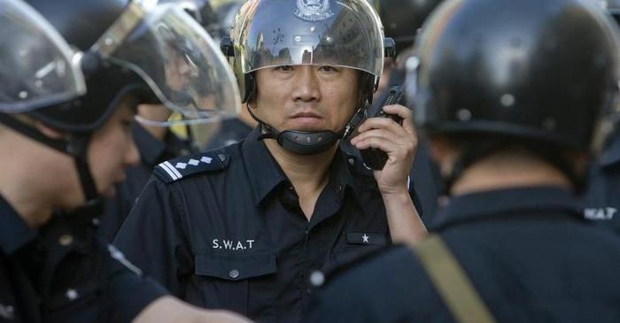 Konflikte-Tausende-Polizisten-und-Paramilitaers-haben-neue-Zusammenstoesse-verhindert